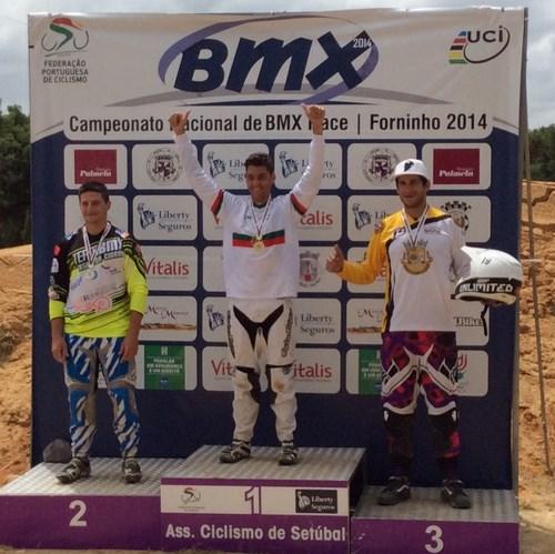 Carlos Rosado revalida o título de BMX Race