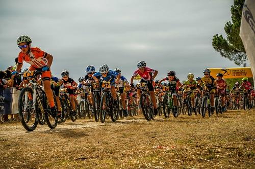 Festa do ciclismo de formação coloriu Almeirim