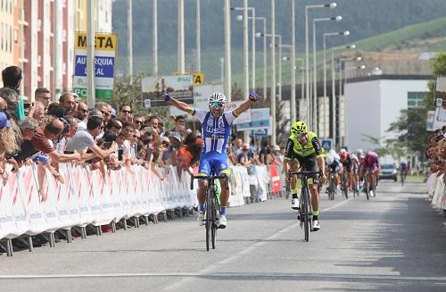 Rui Vinhas bate Henrique Casimiro ao sprint