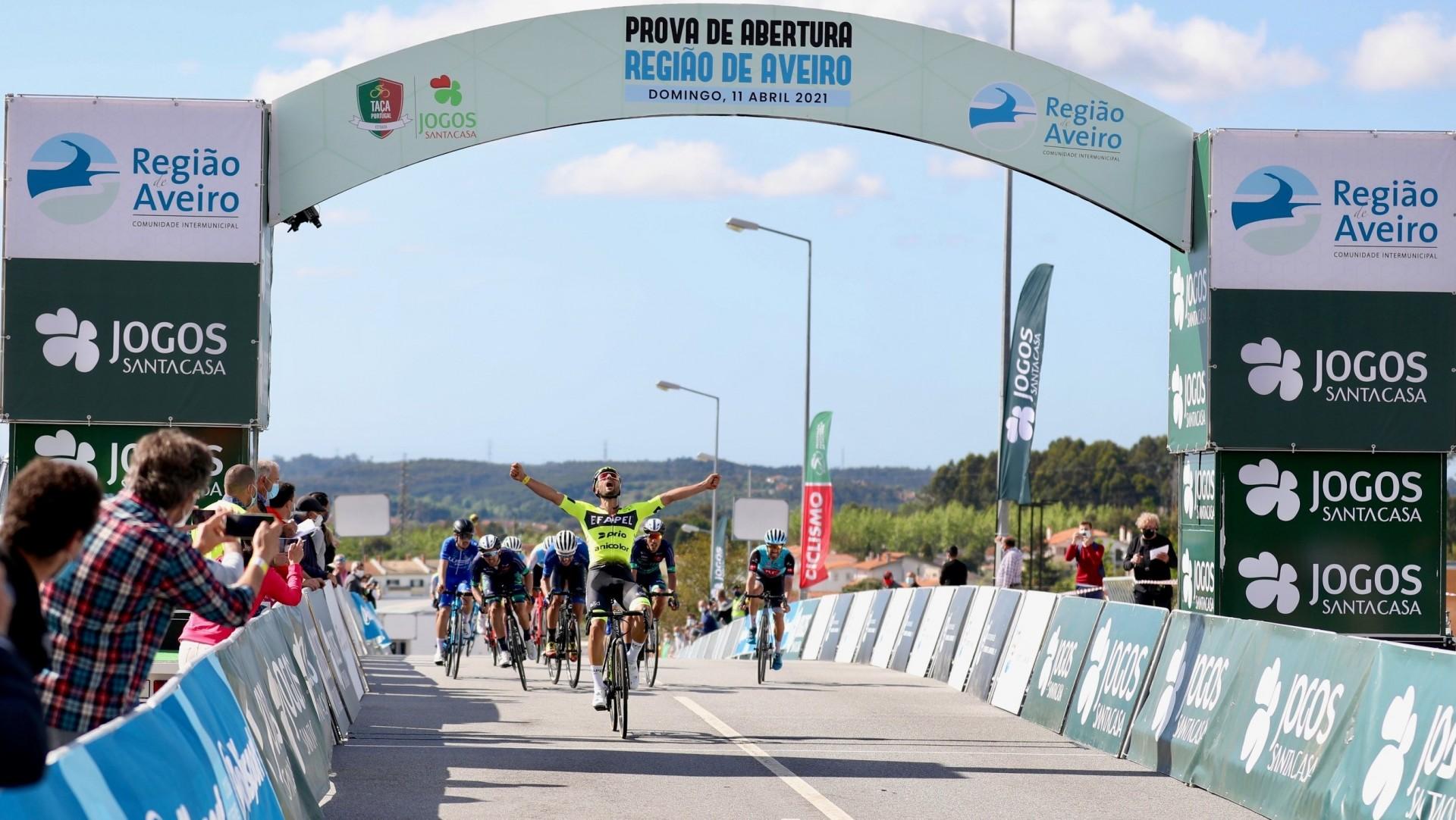 Luís Mendonça ataca no momento certo para vencer a primeira do ano