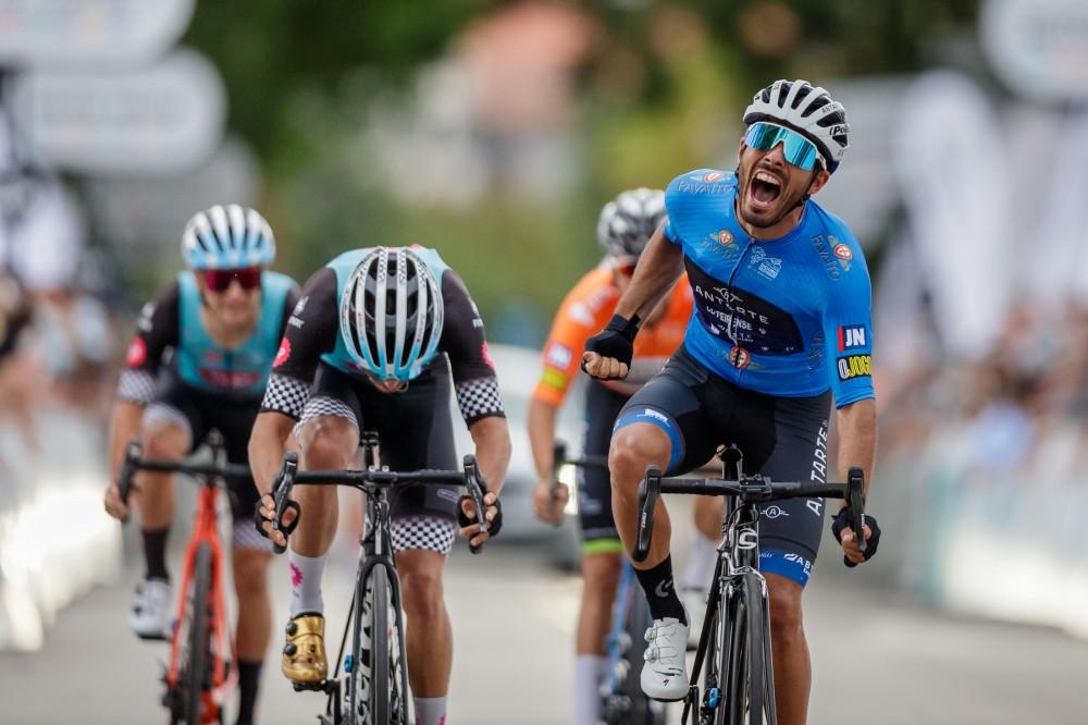 Gonçalo Amado vence etapa e Mauricio Moreira controla rivais diretos