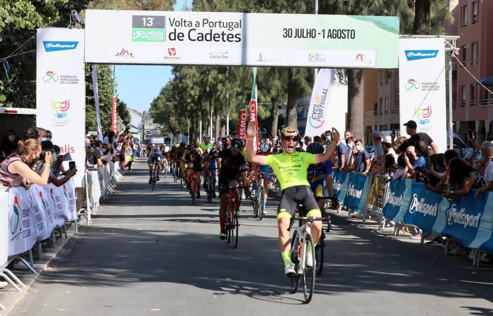 Sergio Serrano é o primeiro camisola amarela da Volta a Portugal de Cadetes